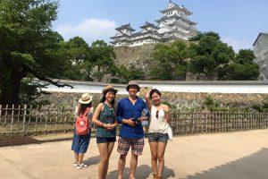姫路城を案内