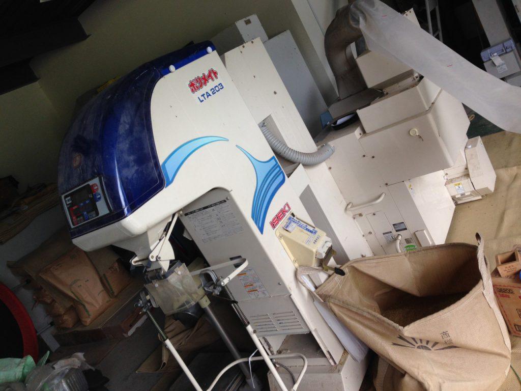 選別機と籾摺り機