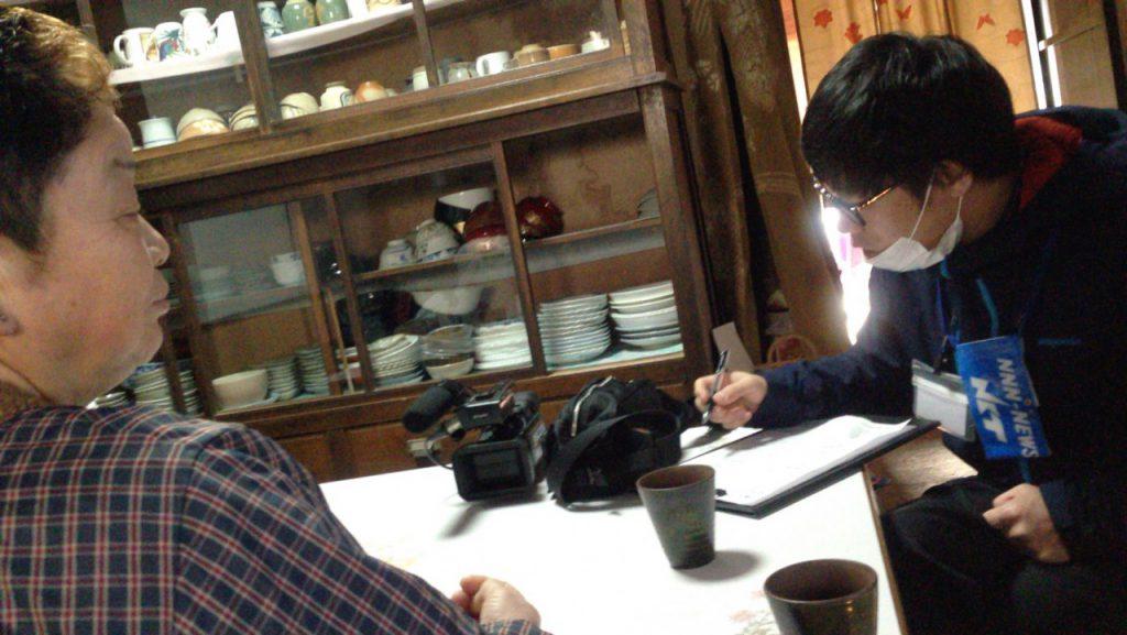 日本海テレビさんの取材中を受ける眞知子さん