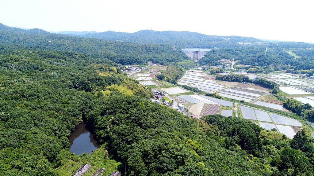 兵庫県三木市志染町戸田からドローンで見える呑吐ダム
