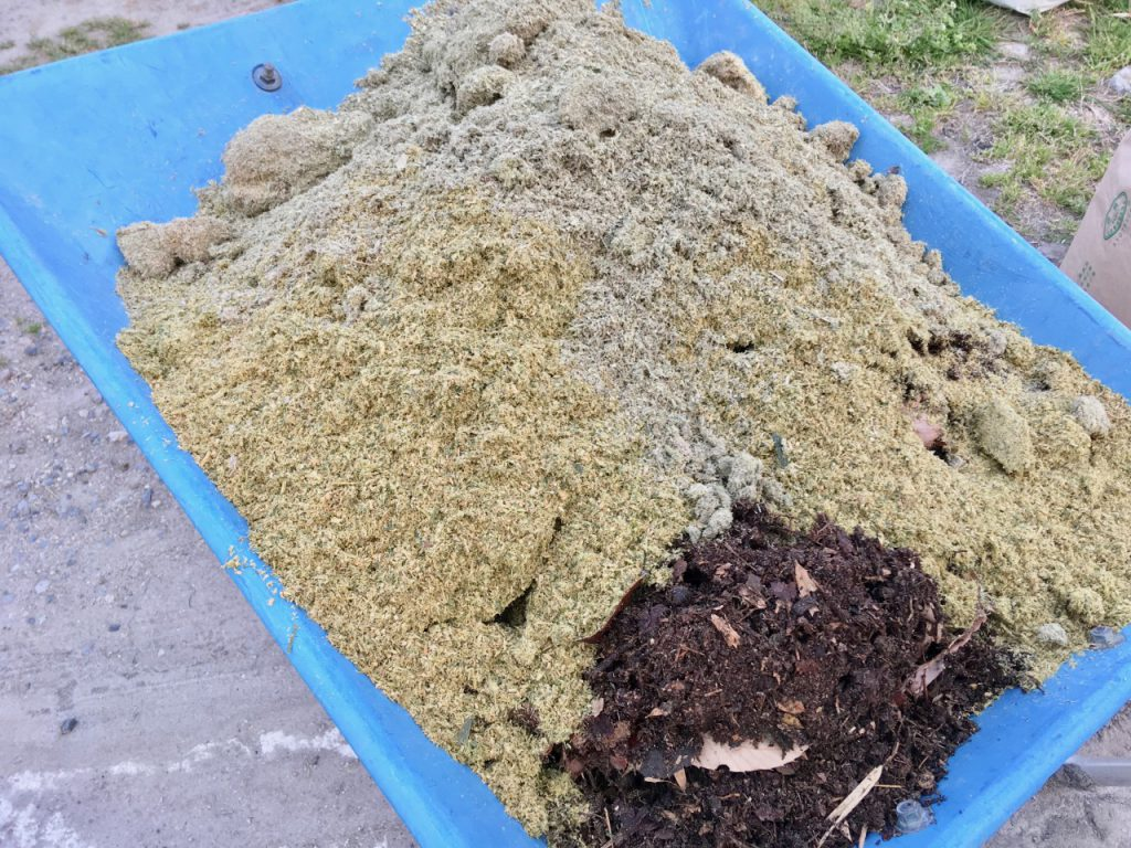 腐葉土と竹パウダー