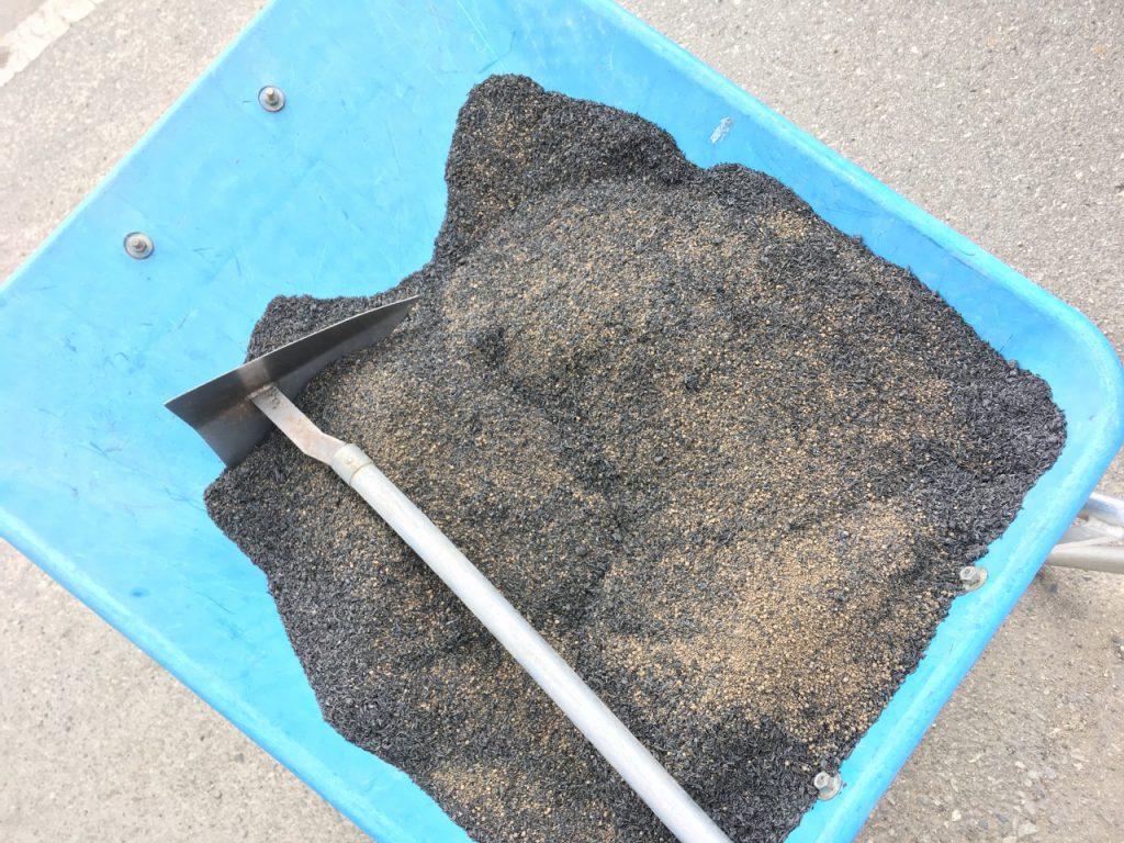 くん炭と覆土